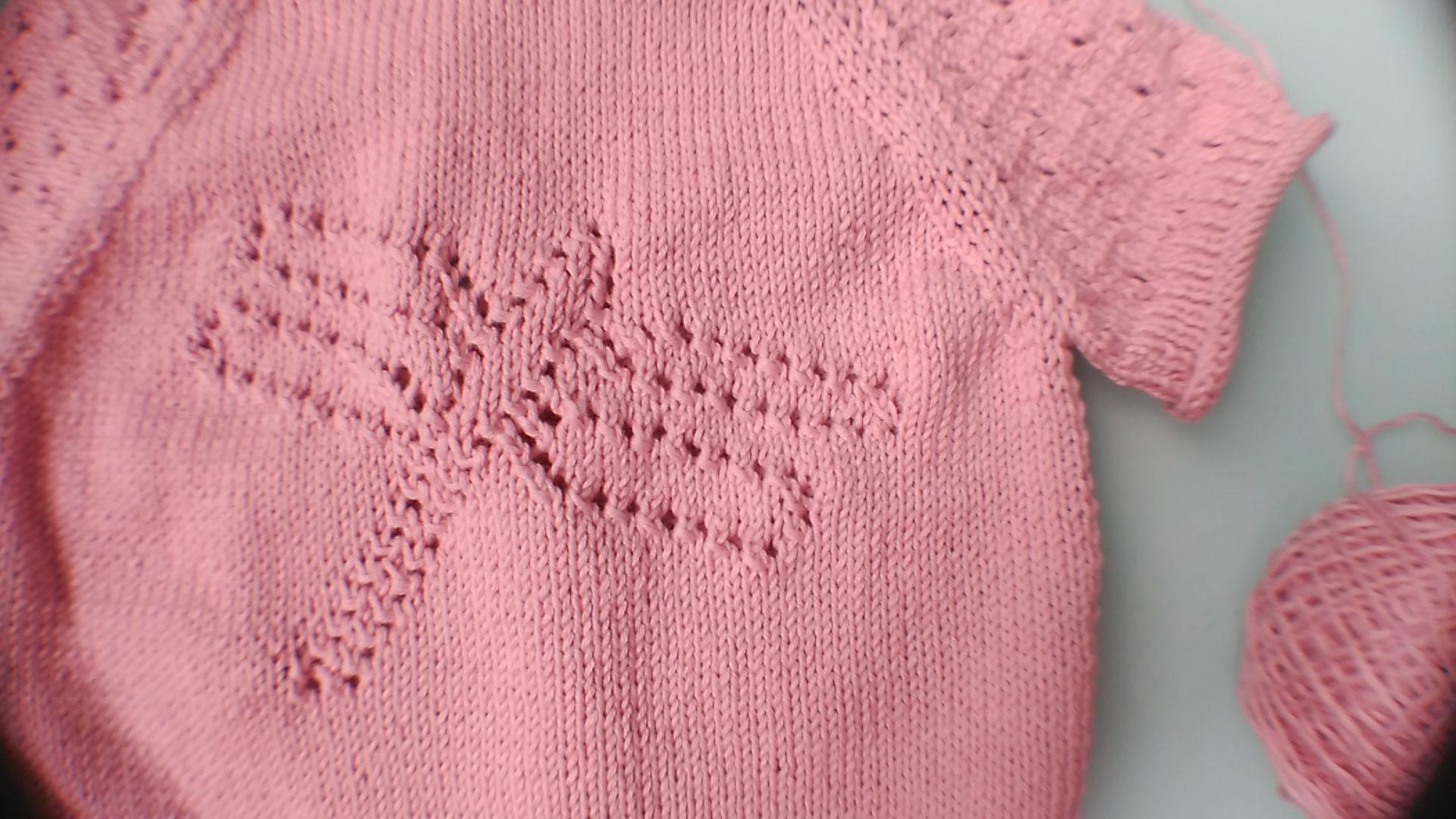 camiseta rosa de punto para bebé
